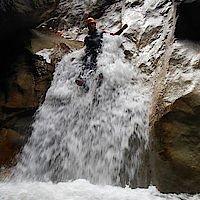 Rutschstelle bei relativ viel Wasser in der Klamm