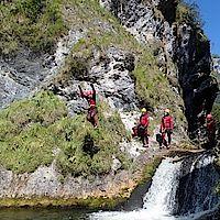 Sprung in der Familien-Canyoningtour Gimbbach Kaskaden