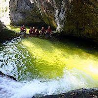 Gruppe sitzt in einer engen Passage im Gimbbach-Canyon